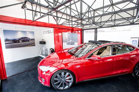 Santa Barbara Tesla Image Tesla Motors Popup Store To Display Electric Cars
