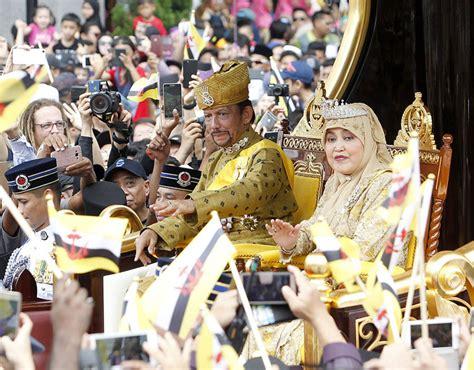 sultan hassanal bolkiah palace stunning photos as brunei s ruler celebrates 50 years on