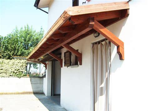 tettoia in legno a sbalzo pi 249 di 25 fantastiche idee su soffitto in legno su