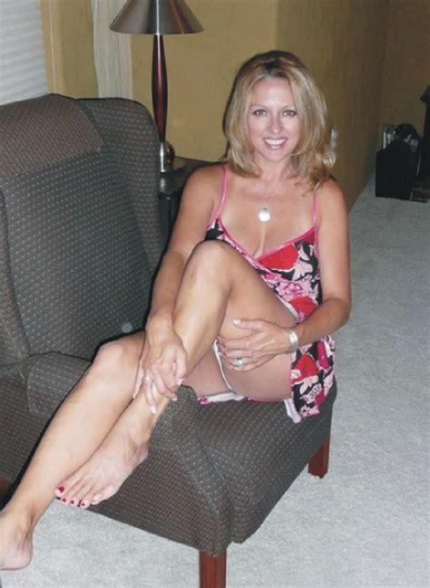 milf sofa blonde spread on couch hot girls wallpaper