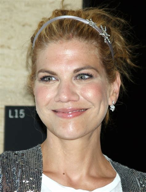 state farm commercial actress melinda kristen johnston weight height measurements bra size