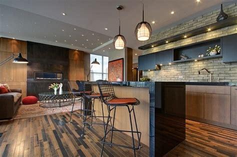 Beau Renover Meuble En Bois #6: style-loft-et-industriel-pour-cette-cuisine-ultra-moderne-et-tr%C3%A8s-chic-mur-en-briques-suspensions-industrielles-meubles-cuisine-et-ilot-de-cuisine-en-noir-et-bois-chaises-en-rouge-et-noir-e1477485477850.jpg
