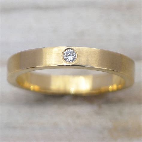 wedding ring in 18ct gold or platinum by lilia