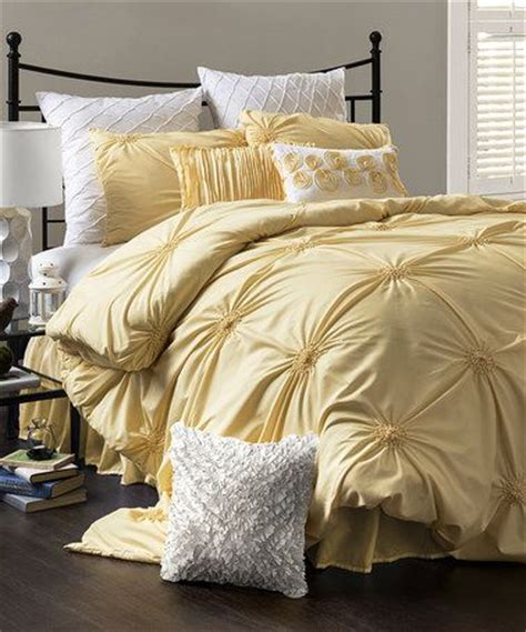 yellow bed set best 25 yellow comforter ideas on pinterest yellow