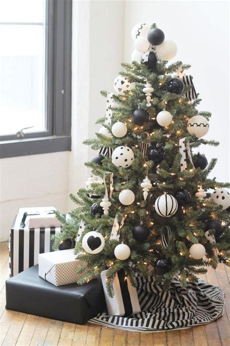 Hgtv Home Decorating how to decorate a christmas tree hgtv s decorating