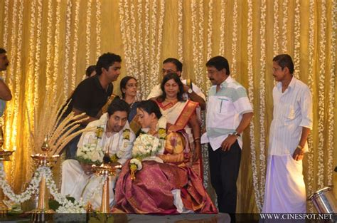 Vineeth sreenivasan wedding photos (9)