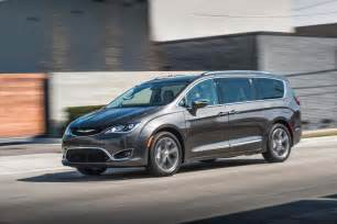 Chrysler Pacfica Fca Rs Up Rollout Of 2017 Chrysler Pacifica To