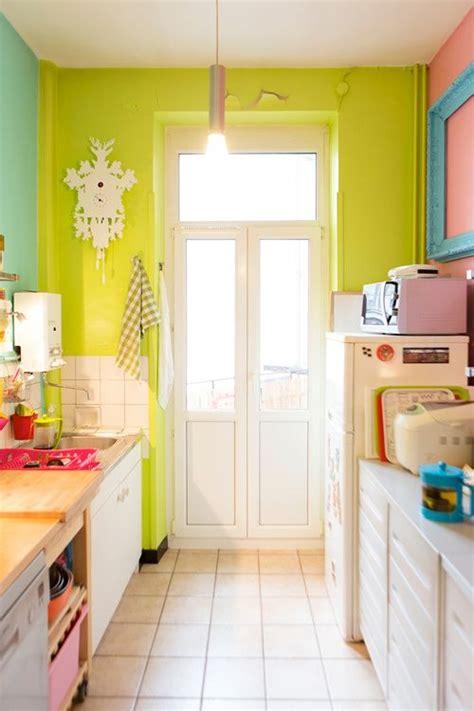 decorar cocinas pequeñas modernas cocinas modernas verde limon y blanco