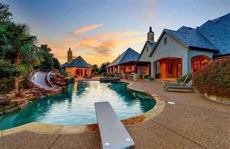 gomez cabinets san antonio tx selena gomez puts her 3m texas mansion back on the market