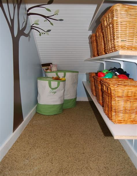 Stairs Closet Organizer by Best 25 Closet Stairs Ideas On Shelves