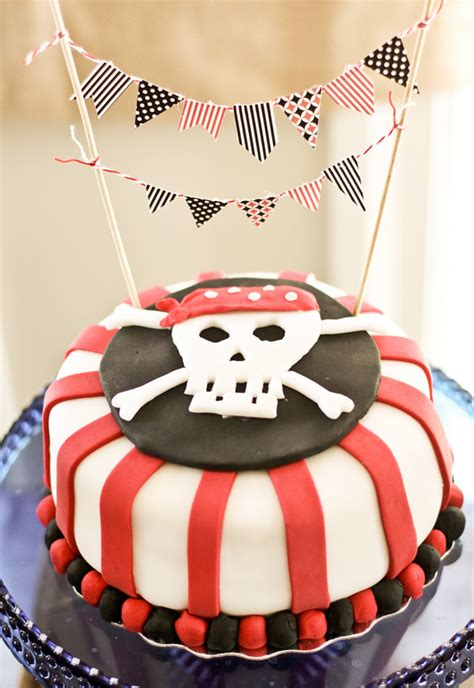 Skull Birthday Decorations by Amazing Vintage Pirate Creative Activities
