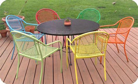 spray paint patio furniture where the mermaids murmur spray painted chairs