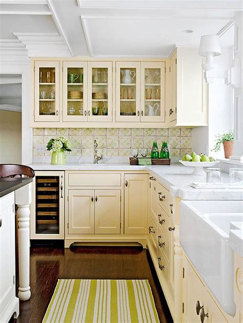 pale yellow kitchen cabinets yellow color schemes