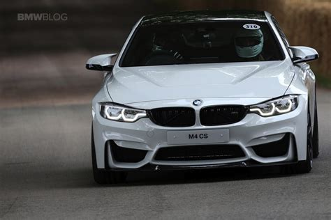 Bmw Alpine White by Bmw M4 In Alpine White Drifts For Spectators At Goodwood