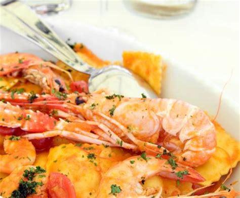 ravioli di pesce fatti in casa ravioli ripieni di gamberetti la ricetta per preparare i