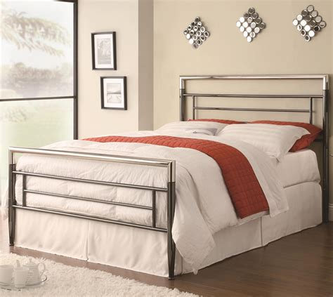 Iron Headboards And Footboards by Iron Beds And Headboards Clean Lined Metal Headboard