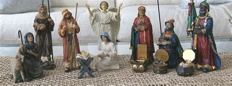 three easy ways to decorate a nativity scene