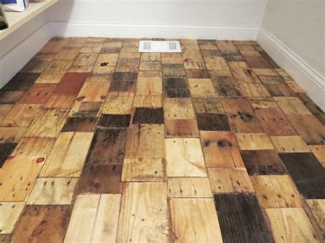 Pallet Floor Diy by Hometalk Redoing A Floor With Free Pallet Wood