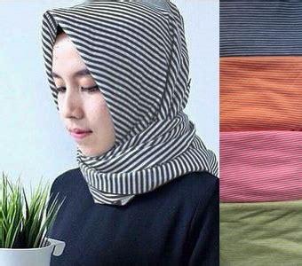 Instan Grosir Hoodie Rina Zaira 10 Pcs 10 Serian Warna jilbab pashmina monochrome salur kecil