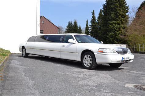 stretch limousine car lincoln town car stretchlimousine exclusive cars