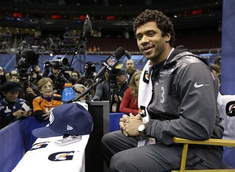 seattle barbers that do seahawk haircuts seahawks russell wilson has been growing hair out for