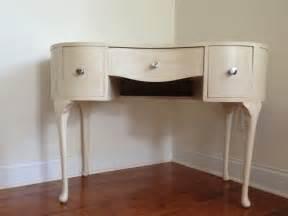 Vanity Or Desk Kidney Bean Shape Painted Using Annie Kidney Bean Shaped Desk
