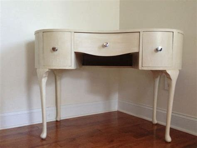 Kidney Bean Shaped Desk Vanity Or Desk Kidney Bean Shape Painted Using Sloan Chalk Paint Diy
