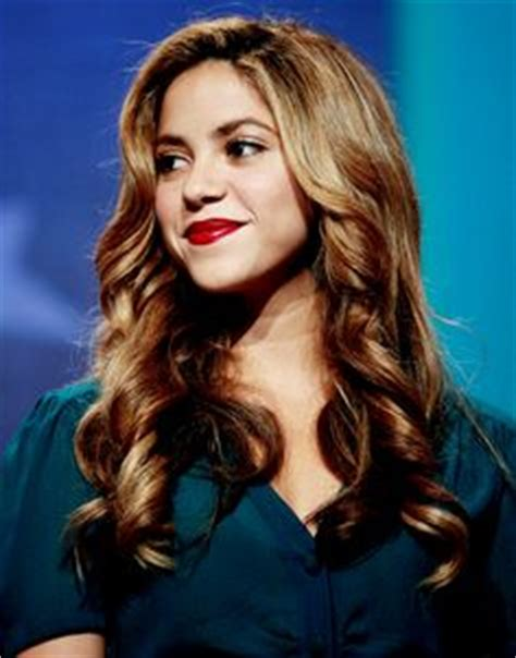what color is shakira s hair 2015 shakira love her and her hair on pinterest