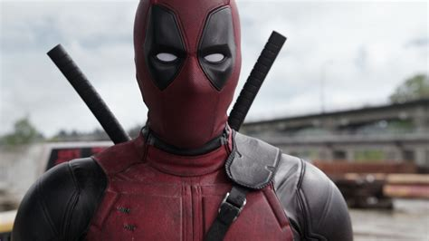 foto de deapol deadpool movie suffers for and hilariously mocks its major