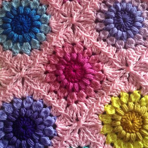 flower pattern crochet blanket crochet sunburst flower blanket free tutorial plus
