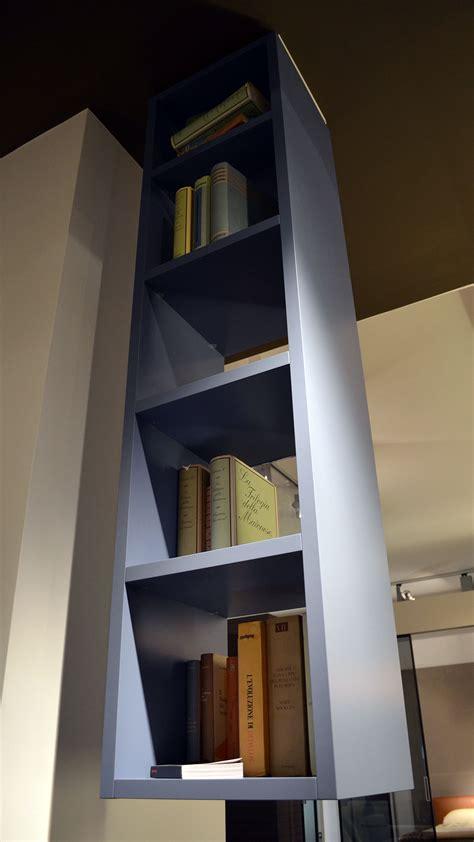 libreria a soffitto libreria sospesa a soffitto