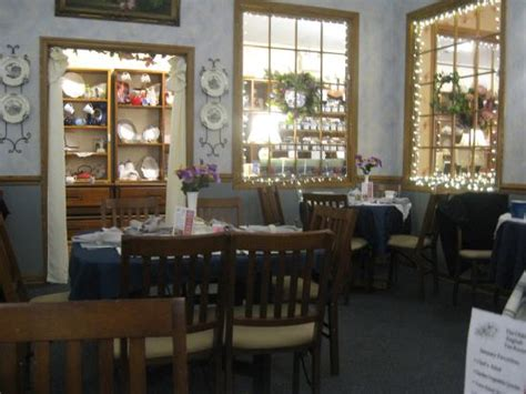 olde tea room tea room picture of olde tea room gift shoppe forest tripadvisor
