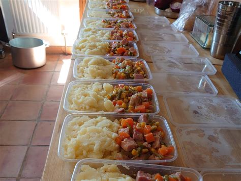 charity runs food distribution centre  homeless people
