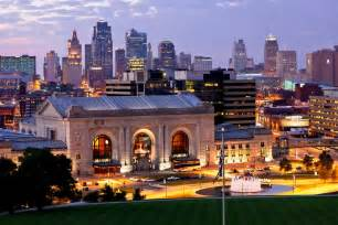 Kansas city missouri twilight skyline from liberty memorial lookout