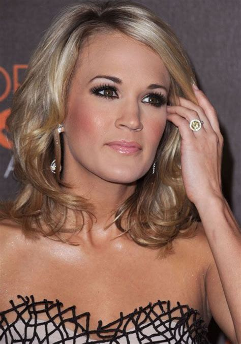 carrie underwood lovecelebrity carrie underwood s stunning engagement ring from mike