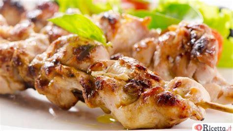 come cucinare gli spiedini di carne in padella ricetta spiedini di carne al forno ricetta it