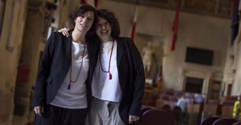 vicariato roma ufficio matrimoni unioni sindaco di roma trascrive 16 matrimoni cei