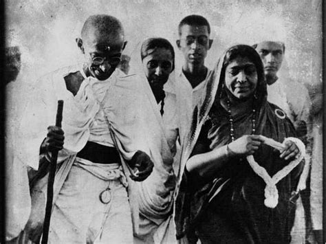 mahatma gandhi full biography in hindi मह त म ग ध क ज वन क अ त म मह न क प र ण व वरण last