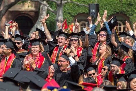 Usc Mba Honors by Trojans Including Will Ferrell Honor Class Of 2017 More