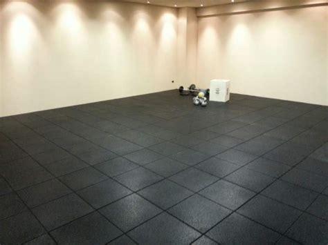 pavimenti per palestre in gomma pavimento antitrauma per palestra e crossfit a bergamo