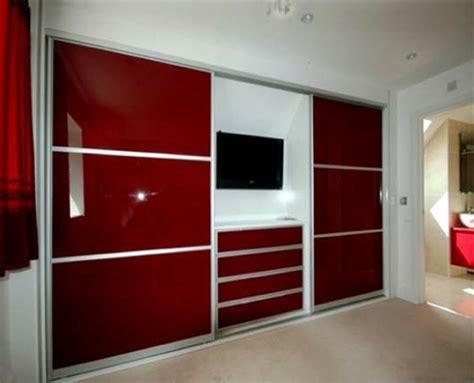 schlafzimmerschrank mit fernseher ein moderner kleiderschrank in ihrem schlafzimmer 15