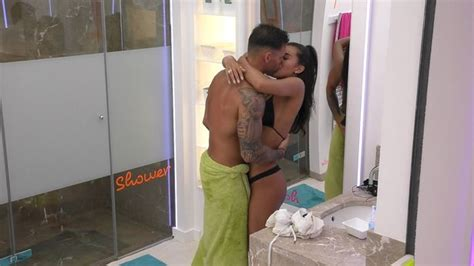 nude sex in bathtub love island viewers brand dom a quot snake quot as he breaks