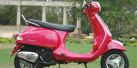 Modifikasi Vespa Warna Pink by Si Skuter Manis New Vespa Vx 125 Otosia