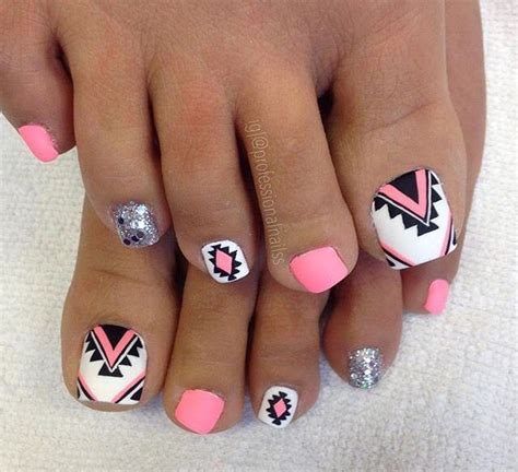 Painting 6 Month Toenails by 25 Best Ideas About Painted Nail On Nail