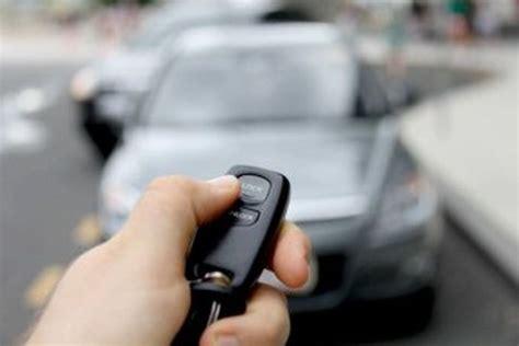 Remote Kunci Pintu Mobil Cara Mudah Mengatasi Remote Kunci Tertinggal Di Dalam Mobil Autos Id