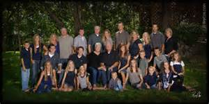 Backyard For Groups It S Time For Outdoor Summer Family Portraits With Bry Cox
