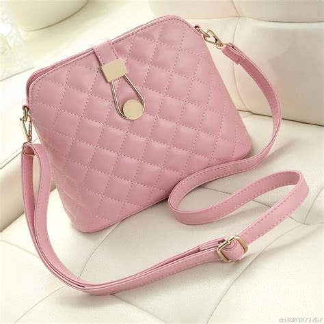 Tas Selempang Tas Messenger Wanita by Tas Selempang Messenger Wanita Model Shell Pink
