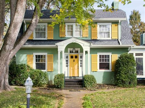 hgtv curb appeal the block 1000 images about hgtv magazine on