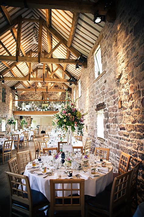 country style wedding venues a relaxed wedding vintage style bunting and