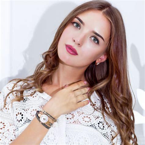 Terlaris Jam Tangan Kasual Jewelry Cutting Wanita jam tangan wanita model gelang xr1297 black